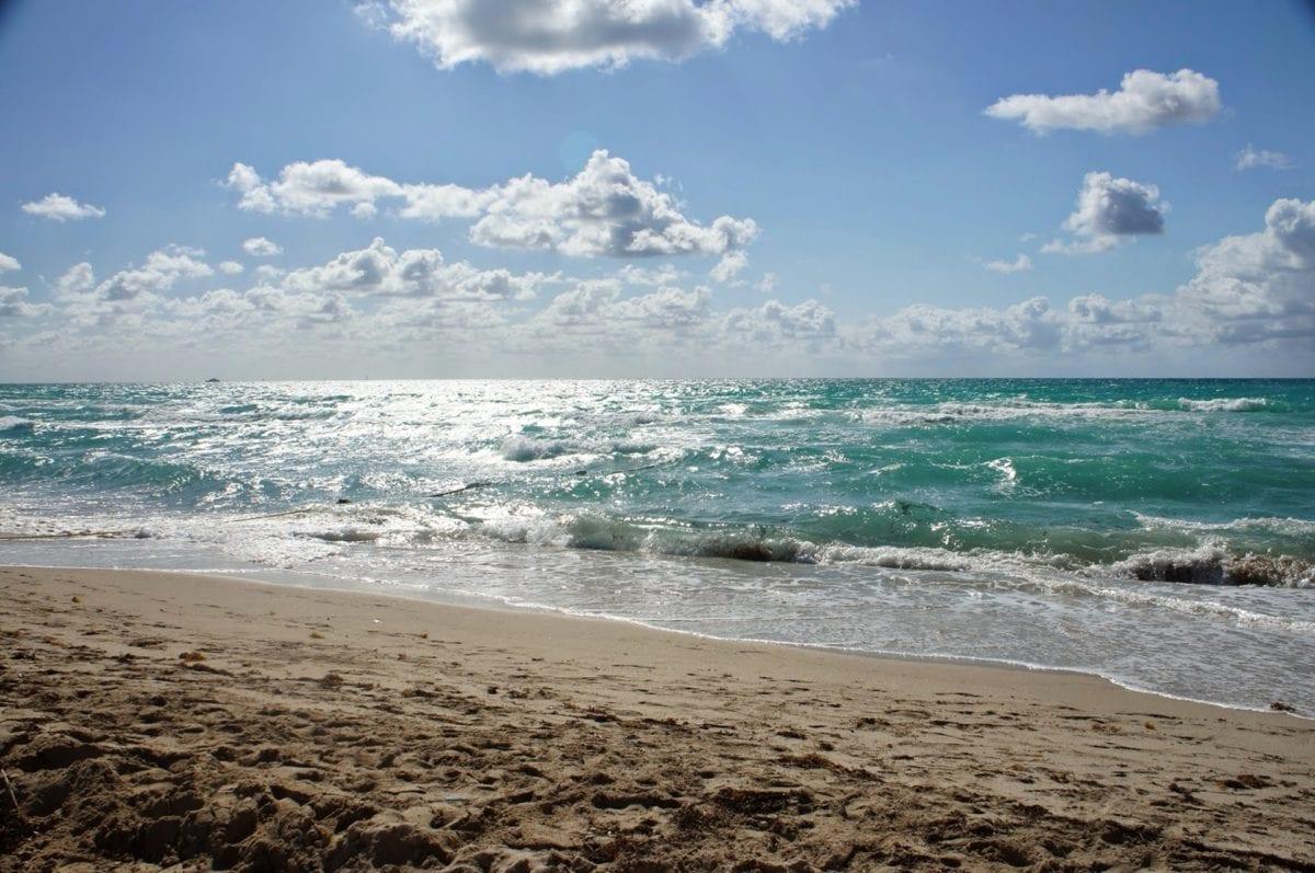 синьо небе, бреговата линия, крайбрежие, пясък, море, вода, океан, облак