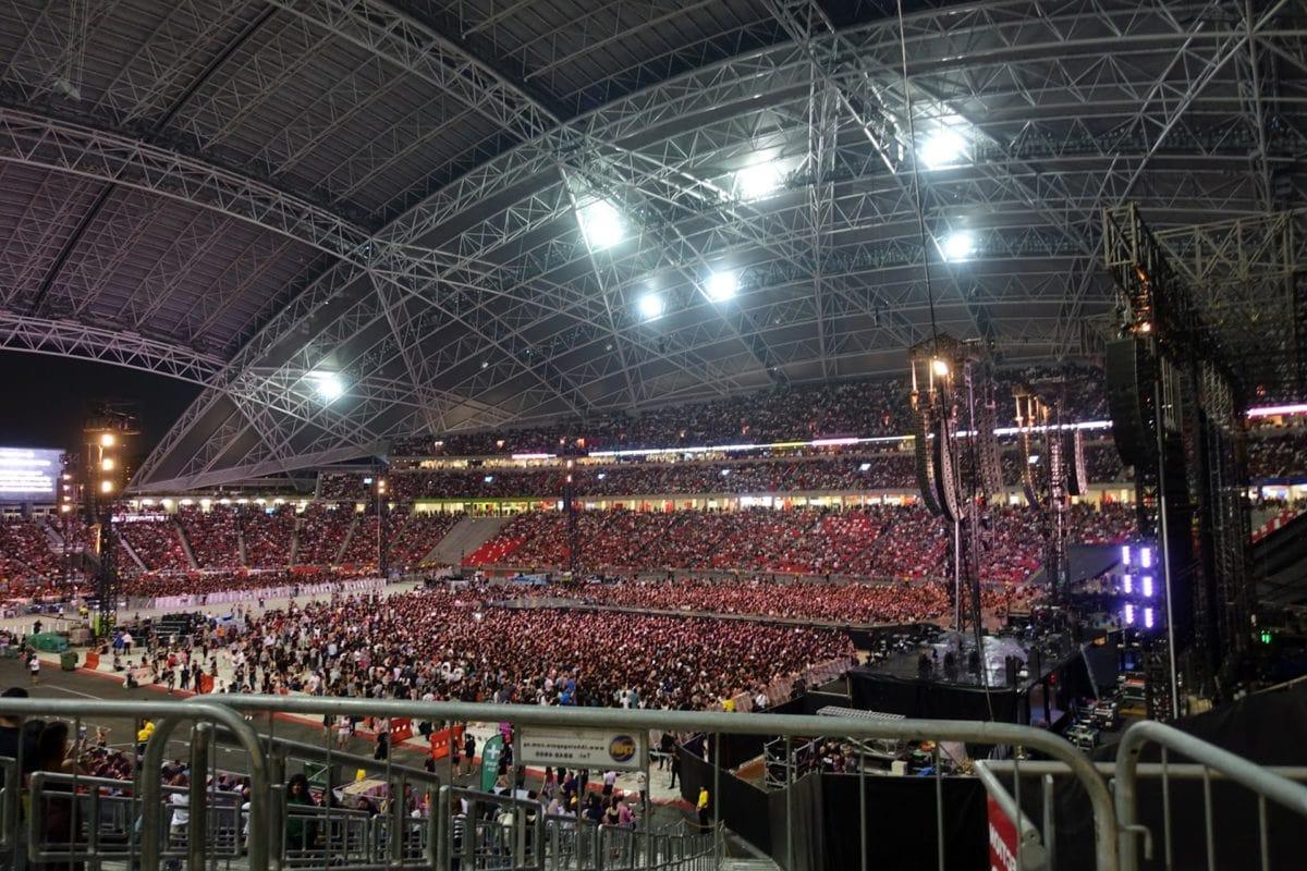 koncert, koncertní sál, dav, interiér, lidé, platforma, fáze, město