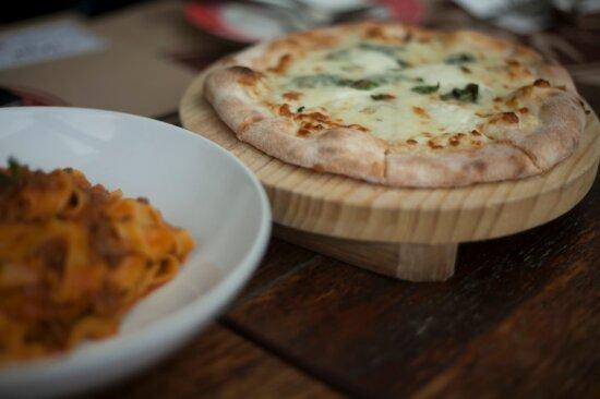 Pizza, plaat, voedsel, heerlijke, diner, schotel, maaltijd, kaas