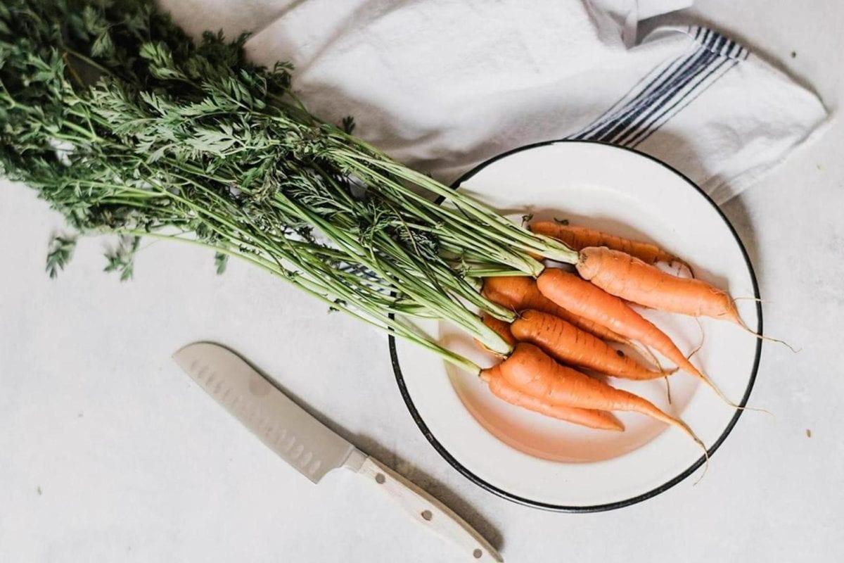 cenoura, mesa de cozinha, utensílios de cozinha, faca, jantar, refeição, placa, vegetal