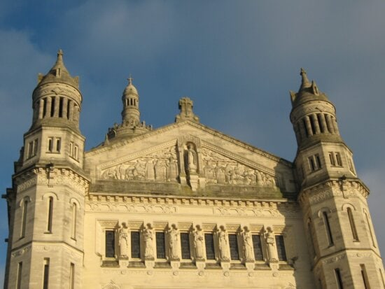 religion, monastery, building, church, cathedral, architecture, city, outdoors