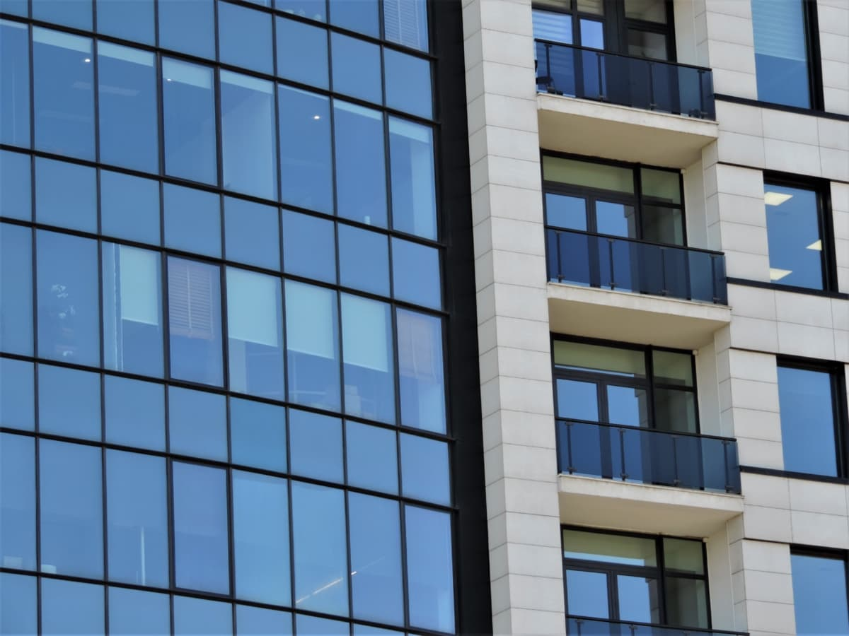 reflexão, varanda, edifício, fachada, glass, moderna, negócios, arranha-céu