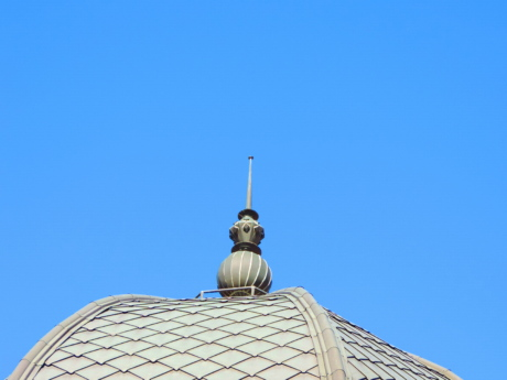 building, roof, architecture, dome, outdoors, city, daylight, construction