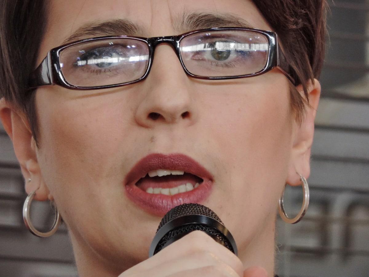 brunetka, podnikatelka, dioptrické brýle, obličej, mikrofon, portrét, diskuse, Žena