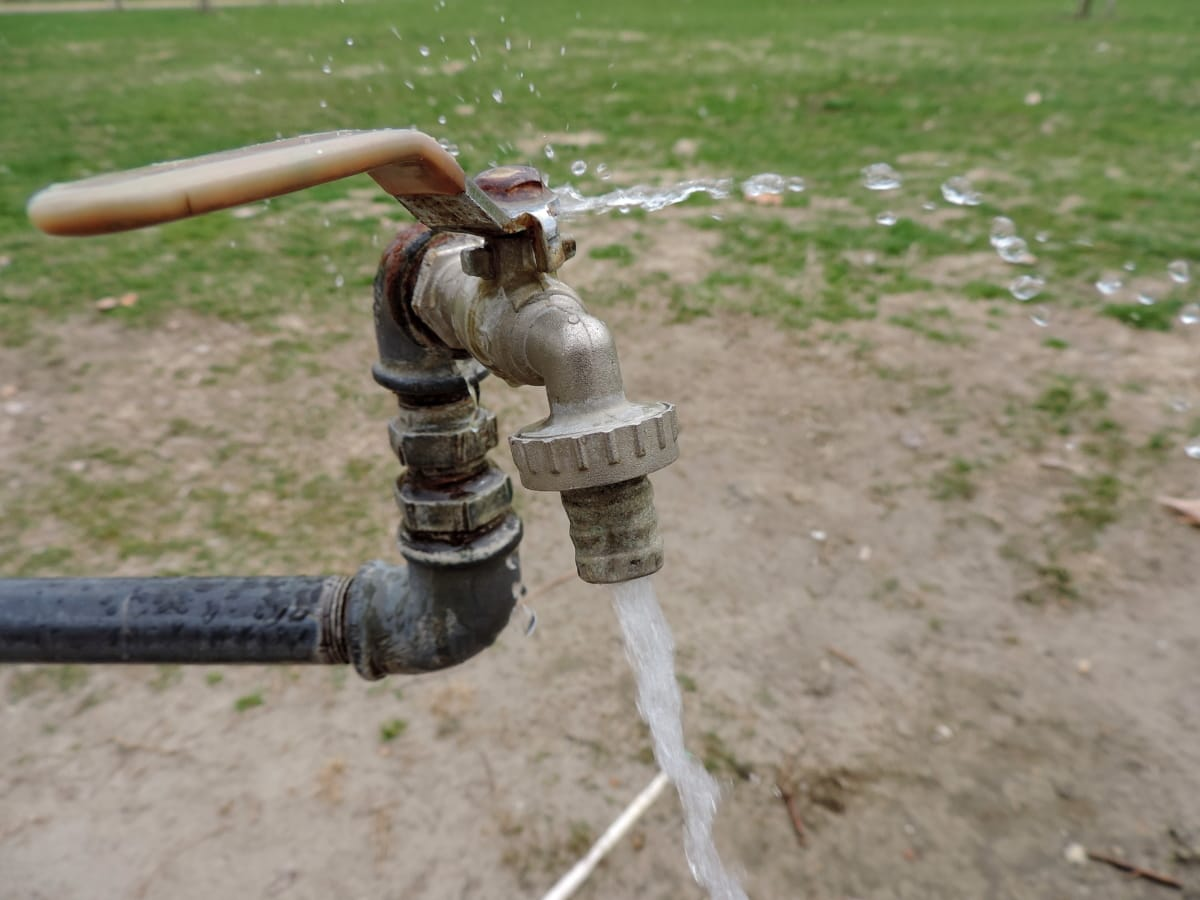 сплав, кран, труба, вода, механизм, Природа, трава, Лето