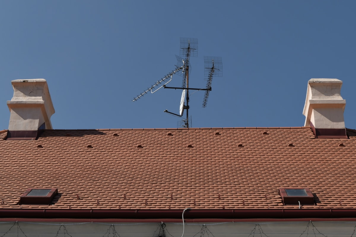 antenna, roof, architecture, rooftop, building, house, tower, outdoors