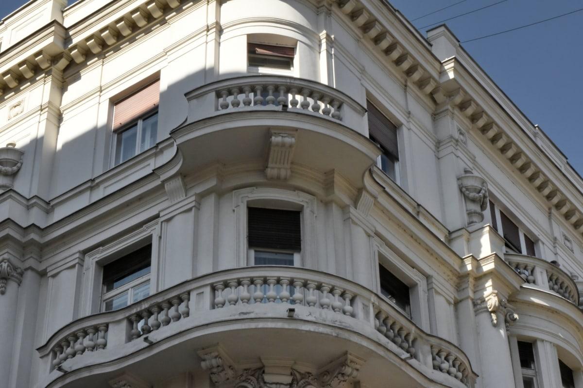 Βαλκανικό, μπαλκόνι, πρόσοψη, σκιά, κτίριο, αρχιτεκτονική, πόλη, σε εξωτερικούς χώρους
