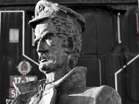 bust, steam locomotive, train, statue, sculpture, man, art, old