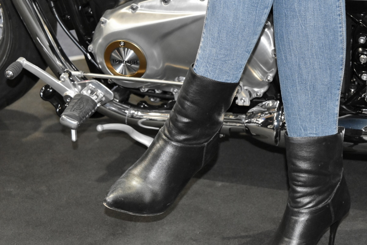 motorcycle, motorcyclist, footwear, vehicle, people, fashion, recreation, foot