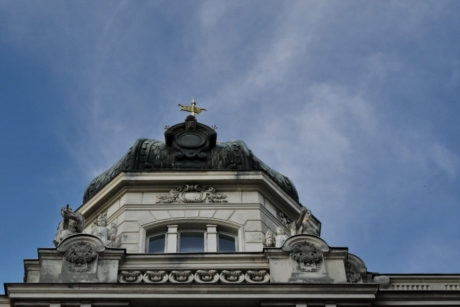 roof, dome, architecture, building, outdoors, religion, city, daylight