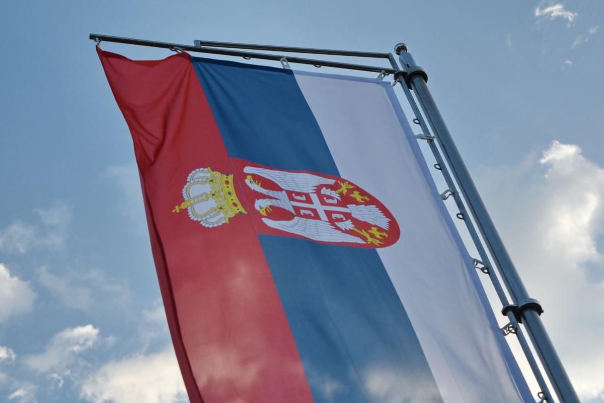 세르비아, 엠 블 럼, 플래그, 바람, 야외에서, 애국 심, 푸른 하늘, 아키텍처