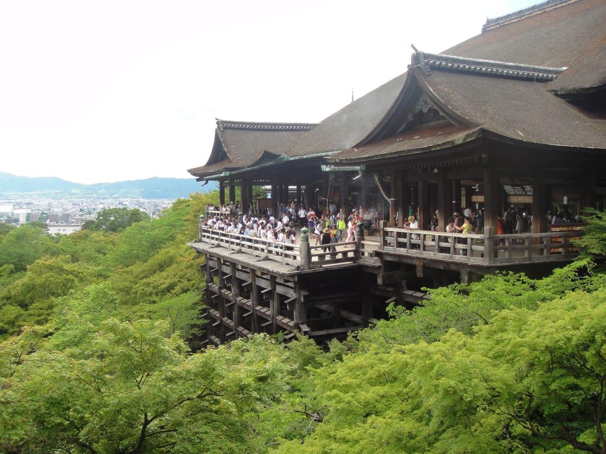 architektonický štýl, Ázia, balkón, pobočka, pobočky, dav, denné svetlo, plot, plotu, zeleň