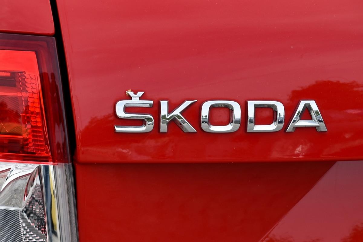 rouge, signe, symbole, texte, pare-chocs, à l'extérieur, entreprise, voiture, véhicule, plastique