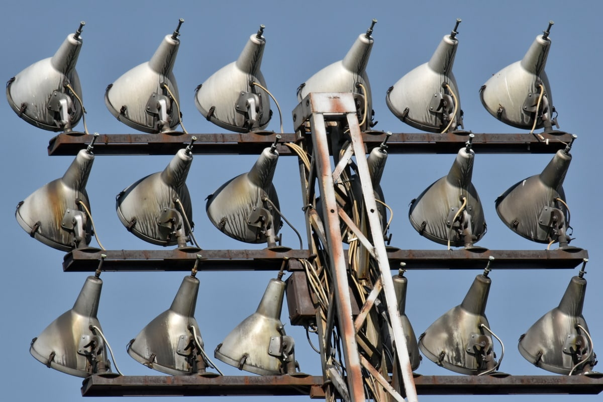 lamp, metal, reflector, wires, outdoors, daylight, many, business, wildlife, architecture
