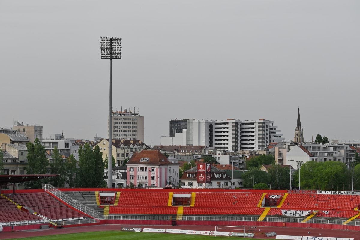 centar grada, nogomet, odbora, grad, nogomet, natjecanje, na otvorenom, arhitektura, dnevno svijetlo, zgrada