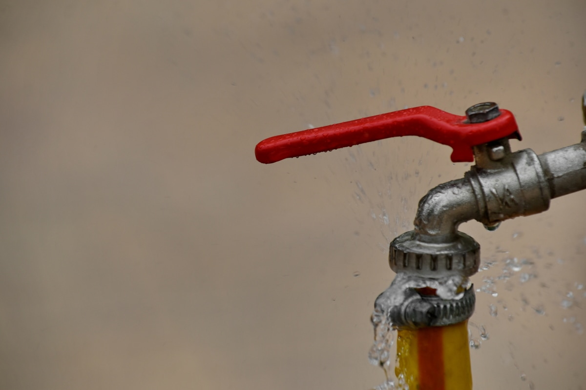 スプラッシュ, 水, 蛇口, パイプ, 業界, 鋼, 備品, 配管, 圧力, チューブ