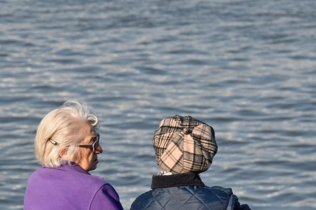 老人, 眼镜, 祖母, 生活方式, 领取, 妇女, 水, 休闲, 户外活动, 性质