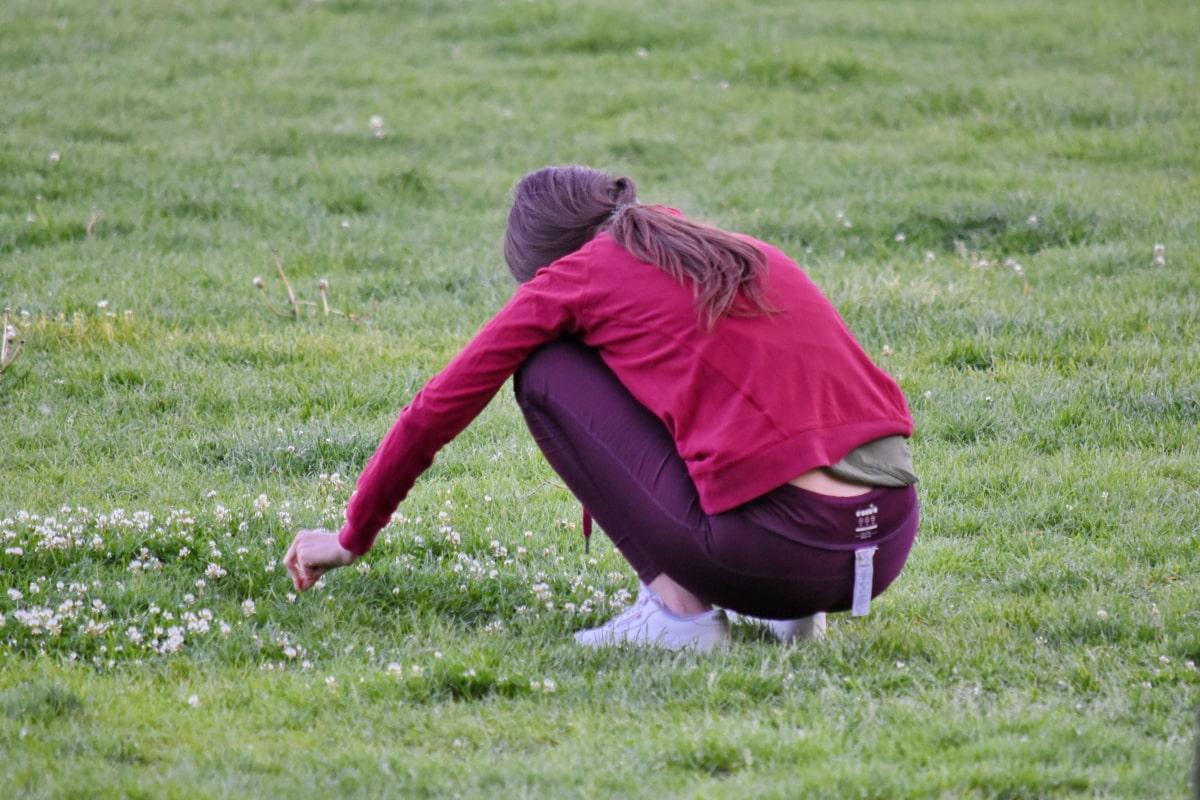 ออกกำลังกาย, สนามหญ้า, ผู้หญิง, หญ้า, ฟิลด์, ลูกบอล, สาว, สันทนาการ, สวน, กิจกรรมกลางแจ้ง
