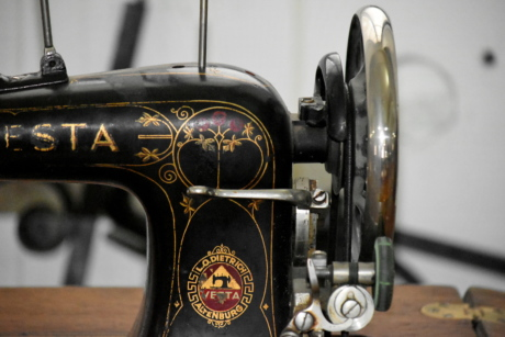 antiquity, sewing, sewing machine, vintage, old, antique, classic, nostalgia, machinery, industry