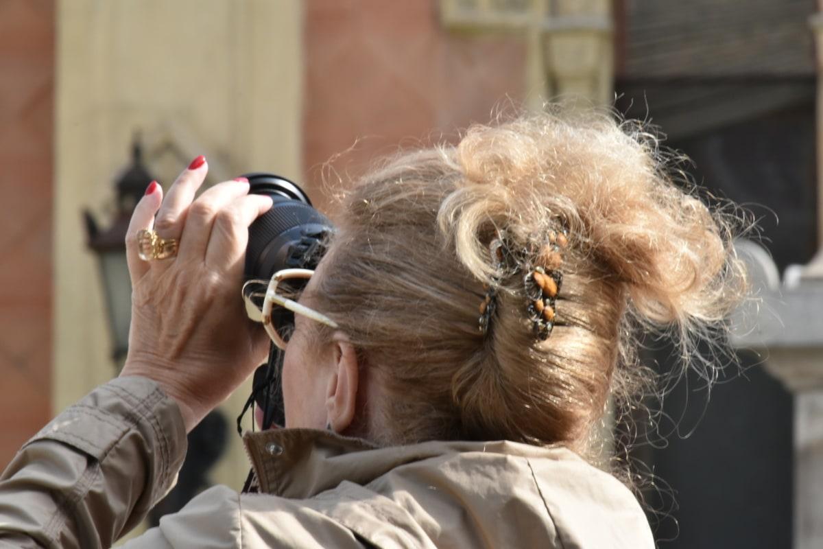 φωτογραφική μηχανή, γυαλιά οράσεως, χτένισμα, χέρι, Κοσμήματα, φωτογράφος, τουριστικά, γυναίκα, Οδός, αστική