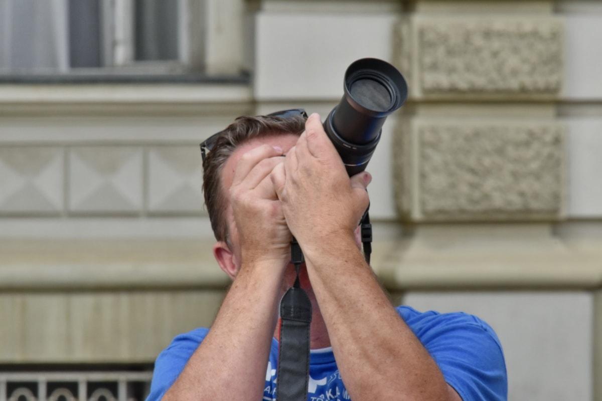 paparazzi, fotograf, fotojournalist, mann, stående, utendørs, linsen, fokus, byen, Urban