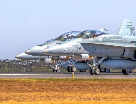空軍, 航空機エンジン, 空港, 爆撃機, 軍事, 飛行機, 航空機, ジェット, 車両, 戦闘機