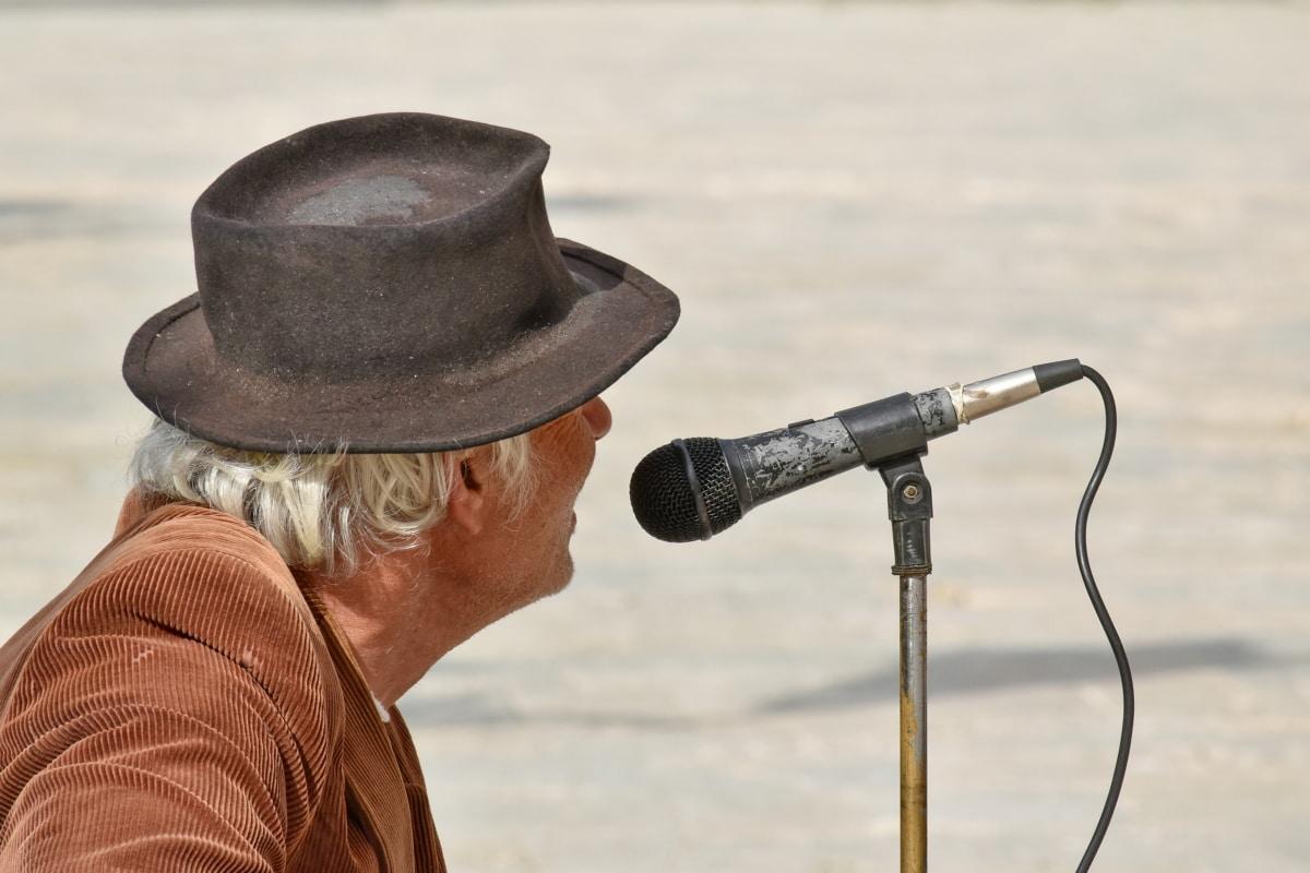 mężczyzna, mikrofon, emeryt, piosenkarka, starsi, stary, Muzyka, na zewnątrz, Natura, ludzie