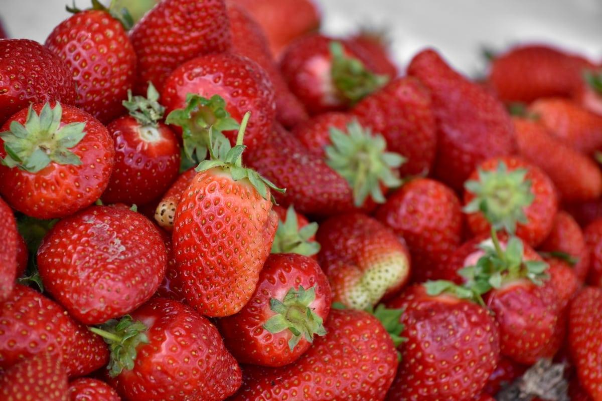 อร่อย, สตรอเบอร์รี่, เบอร์รี่, ผลไม้, อาหาร, สตรอเบอร์รี่, โภชนาการ, หวาน, ใบไม้, ธรรมชาติ