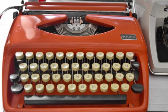 museum, nostalgia, object, portable, keyboard, typewriter, technology, equipment, antique, old