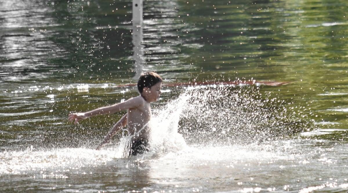 dijete, skok, skakanje, tijekom, štrcanje, mokro, voda, rekreacija, zabava, akcija