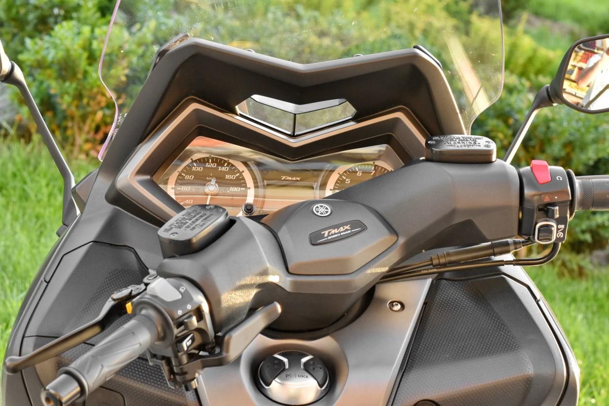 gearshift, mirror, motorcycle, speedometer, sunshine, windshield, transportation, outdoors, vehicle, chrome