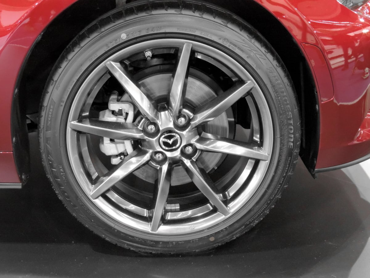 car, machine, transportation, wheel, tire, automobile, vehicle, chrome, automotive, rim