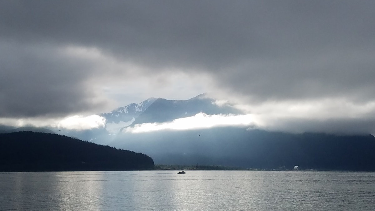zaljev, oblačno vrijeme, maglovito, suncevi zraci, sunčano, voda, planine, priroda, magla, krajolik