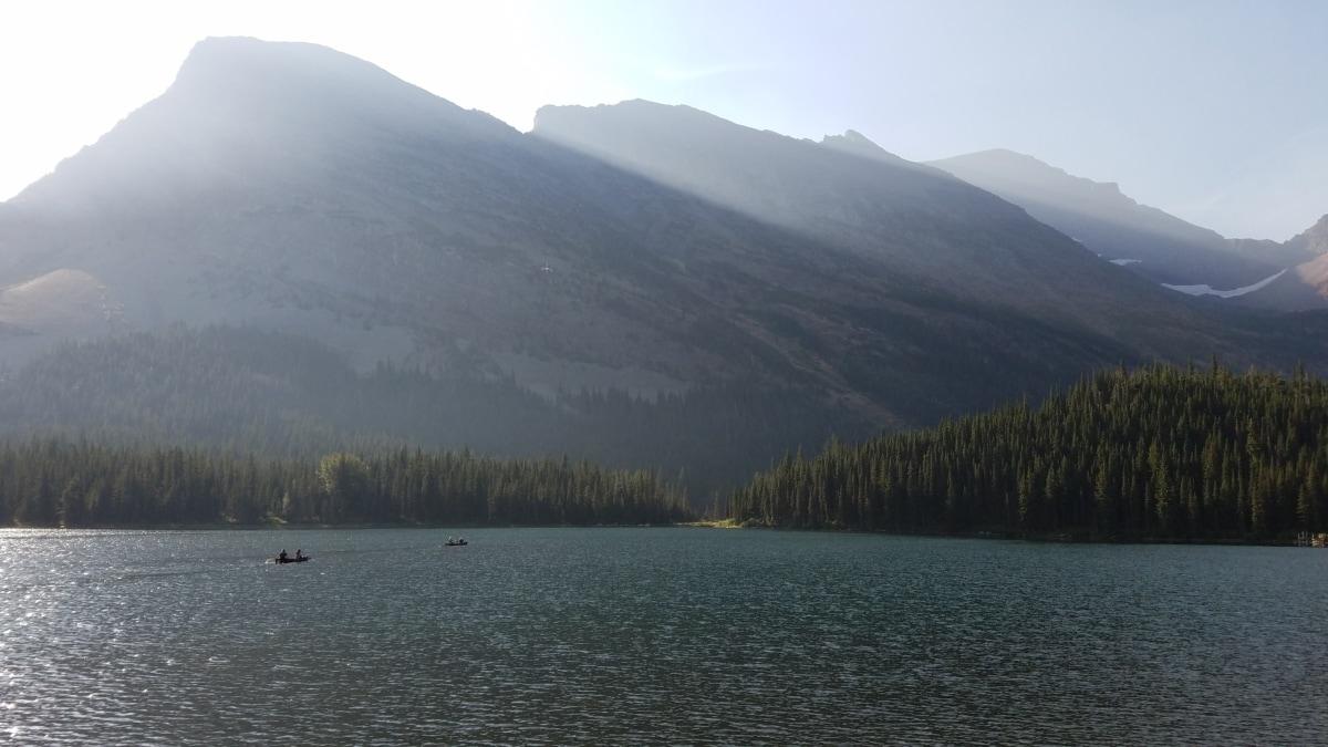 brod, jezero pejzaž, naselju na području, suncevi zraci, sunčano, planine, šuma, krajolik, voda, planine