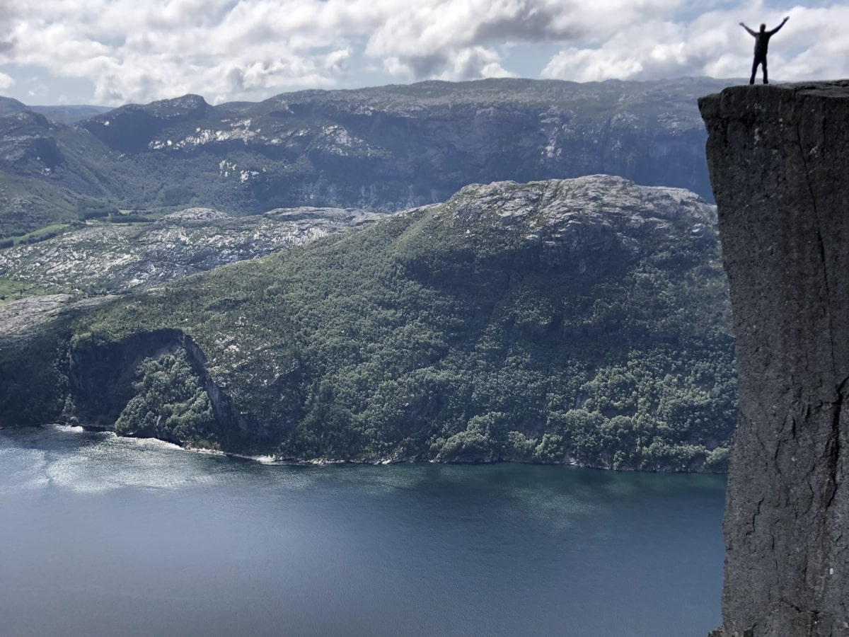 szikla, bátorság, felvidéki, hegymászó, hegycsúcs, személy, hegyi, táj, víz, tengerpart