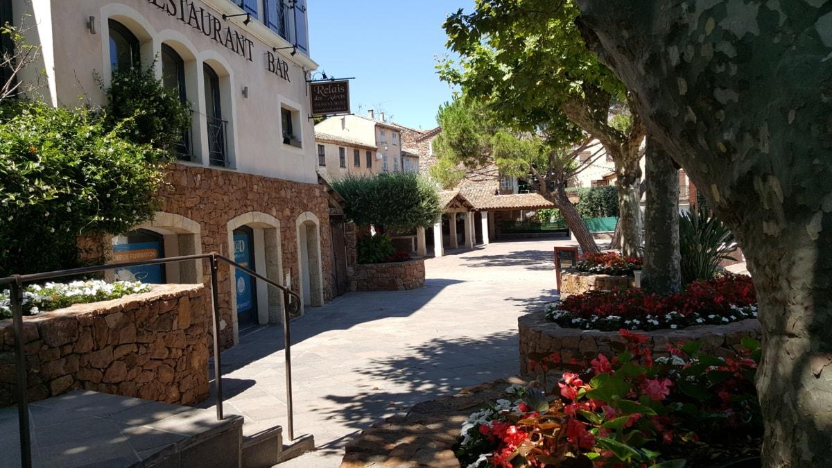 หน้าอาคาร, ร้านอาหาร, การท่องเที่ยว, สถานที่ท่องเที่ยว, ที่ตั้ง, ลาน, สตรีท, สถาปัตยกรรม, โครงสร้าง, เฮ้าส์