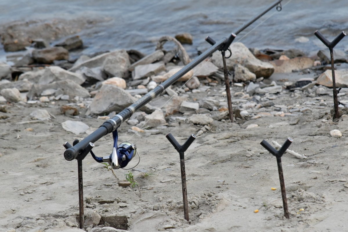 udstyr, fiskeredskaber, fiskestang, objekt, flodbredden, stenet flod, vand, landskab, natur, sand