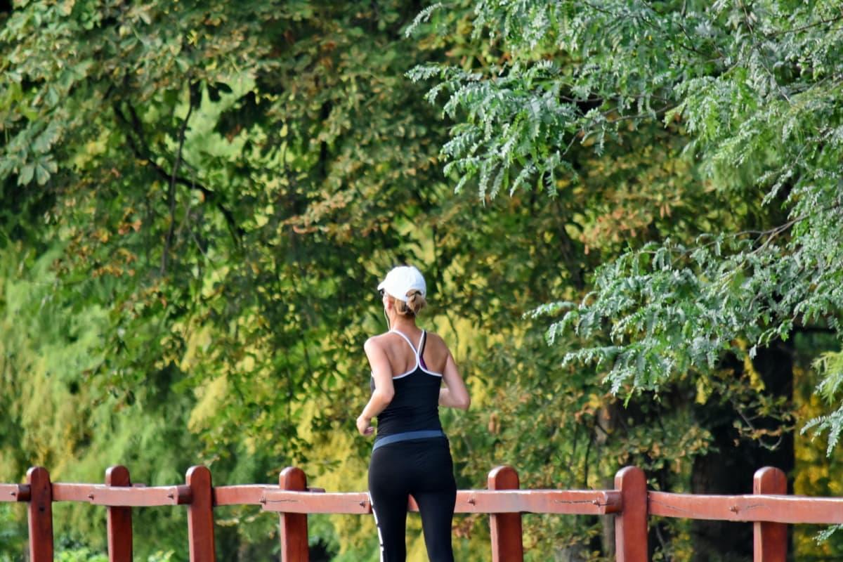 fitness, trčanje, lijepa djevojka, mlada žena, na otvorenom, drvo, žena, slobodno vrijeme, rekreacija, ljeto