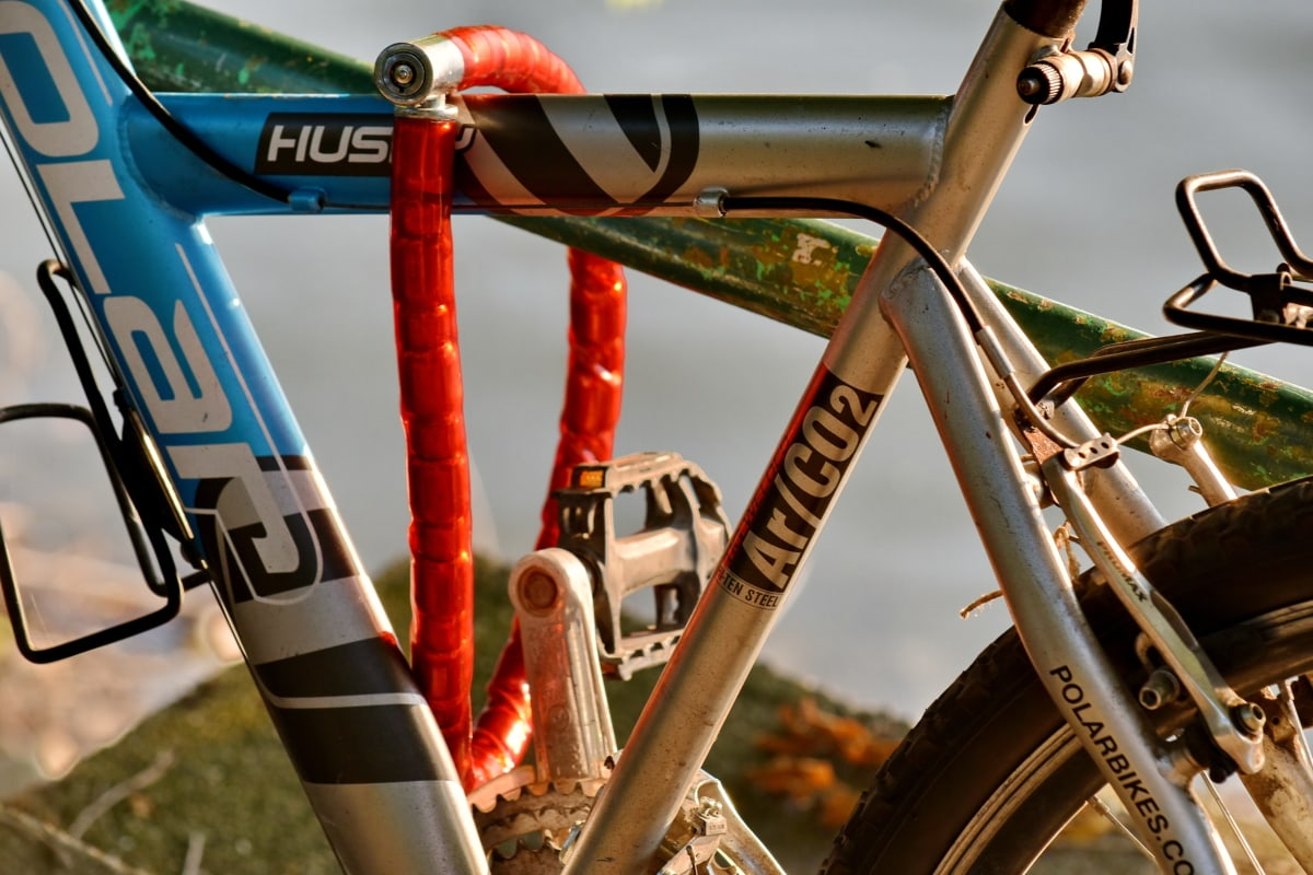 bicycle, chain, security, tire, bike, wheel, outdoors, classic, vehicle, old
