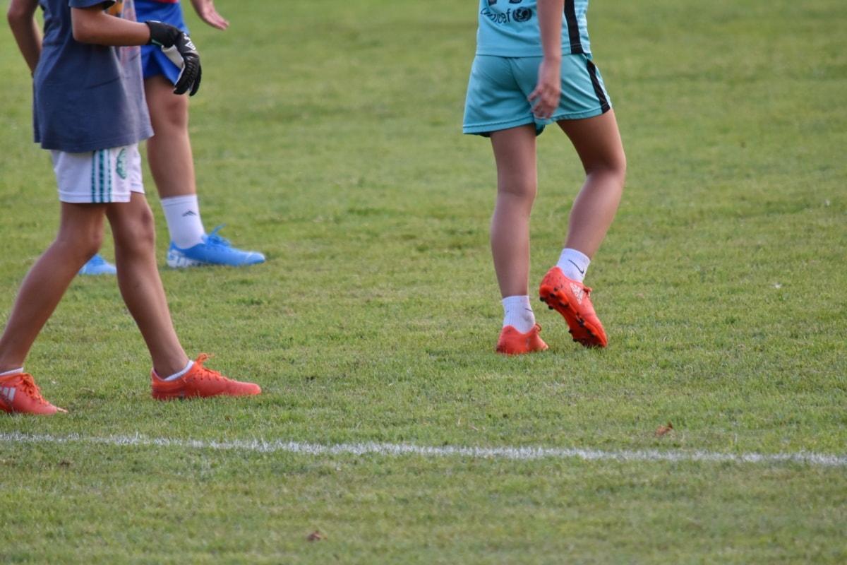ในวัยเด็ก, เด็ก, ฟุตบอล, อุปกรณ์, ลูกบอล, กีฬา, หญ้า, เกม, การแข่งขัน, ฟุตบอล
