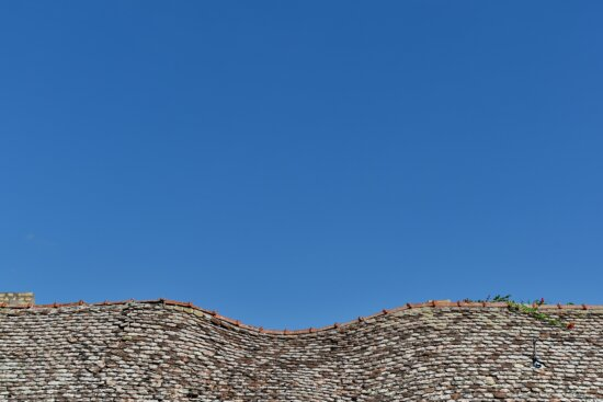 curve, house, old, roof, rooftop, tiles, architecture, blue sky, outdoors, nature