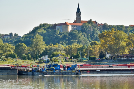 barge, crane, tugboat, castle, boat, water, river, watercraft, vehicle, architecture