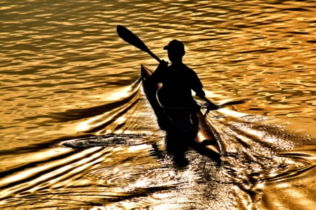 beautiful photo, canoe, reflection, shadow, silhouette, sunset, waves, ocean, lake, blade