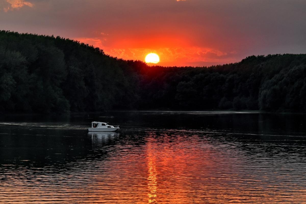 järven puolella, Aurinko, auringonlasku, auringonpilkkujen, Yacht, Shore, järvi, maisema, vesi, heijastus
