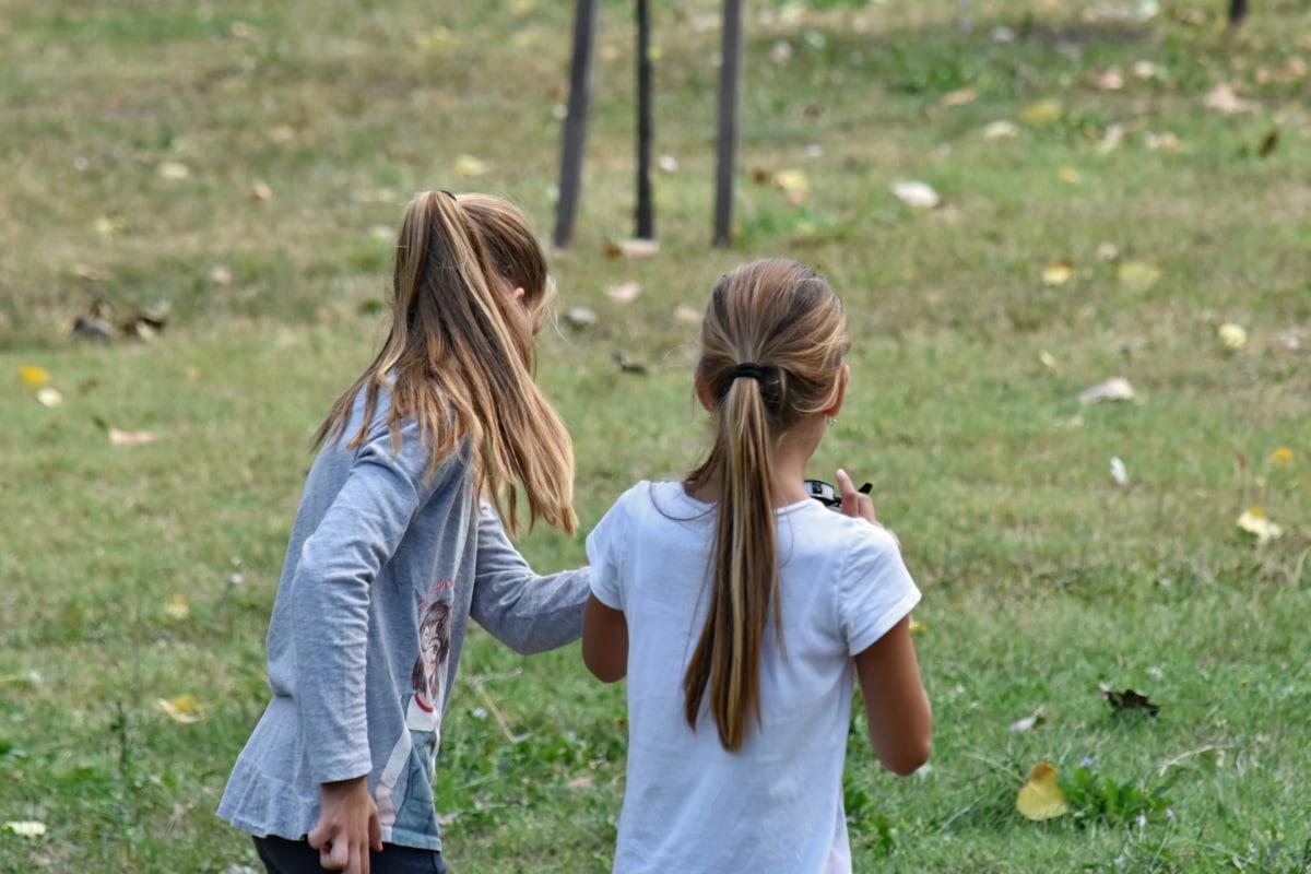 munter, familie, spille, skoler barn, søstre, tenåringer, sammen, parkere, barn, utendørs