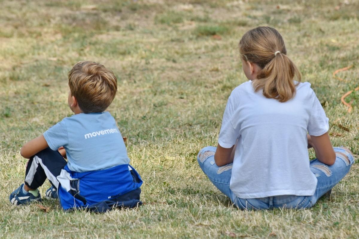 Anh trai, vùng nông thôn, gia đình, thư giãn, em gái, kết với nhau, cỏ, trẻ em, Cậu bé, Thiên nhiên