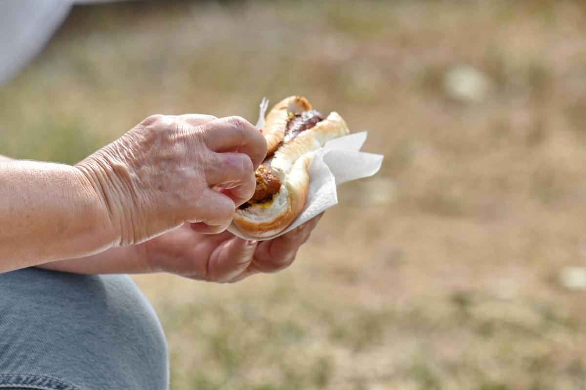 snabbmat, händerna, knä, Utomhus, smörgås, Utomhus, naturen, hand, mat, sommar