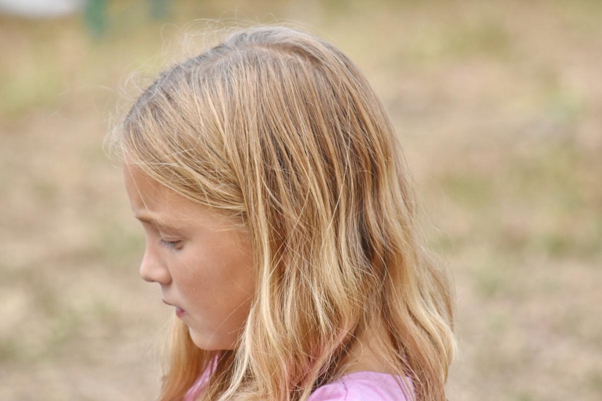 blont hår, barndom, porträtt, Snygg tjej, sorg, skolan barn, blondin, sommar, barn, Söt