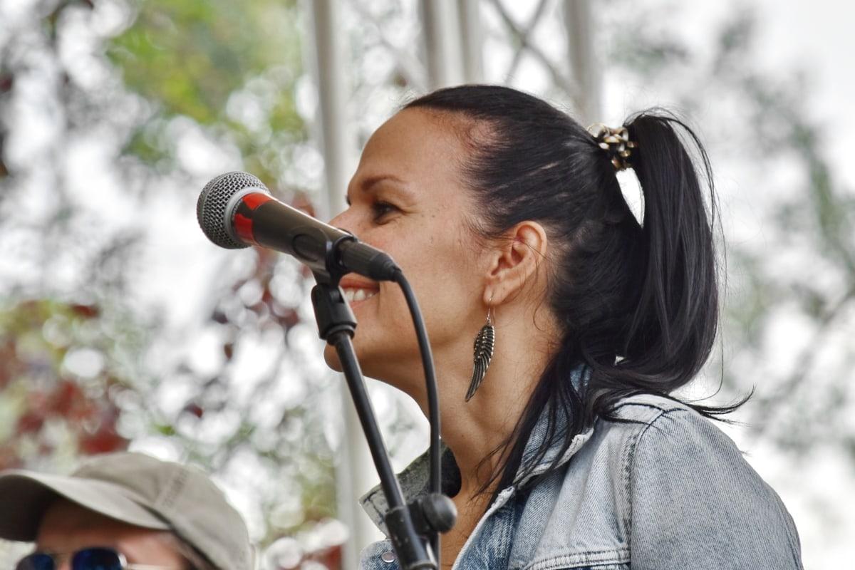 wspaniały, Młoda kobieta, piosenkarka, osoba, Muzyka, portret, Festiwal, Dziewczyna, ludzie, Park