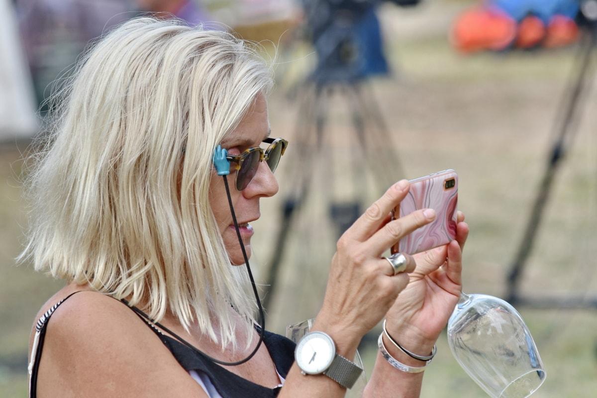 lunettes de vue, Loisirs, téléphone portable, joli, vue de côté, femme, à l'extérieur, jeune fille, été, Parc